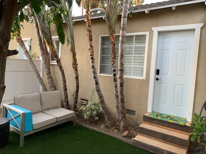 Little industrial studio with private patio in LA