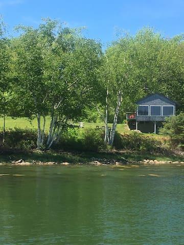 Low Tide oceanfront cottage