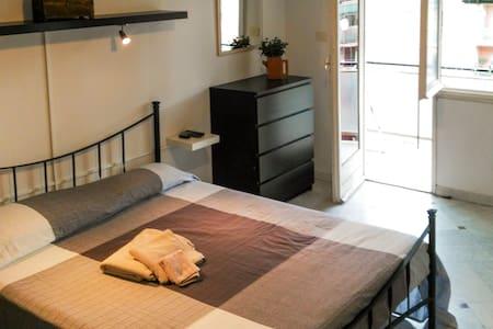 Private Room with balcony Metro C