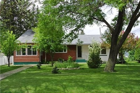 A character home** get away near lake in Gimli Mb! - Gimli