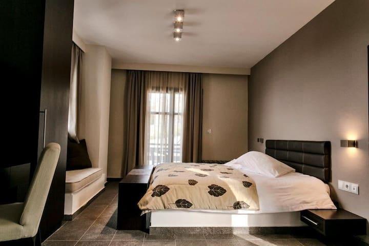 Deluxe Suite with Sea view in Tsagarada