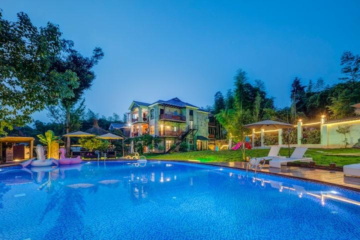 莫干山后巷山居     山景独栋别墅,超大私人泳池花园影院。亲子团建最佳选择,可做饭,