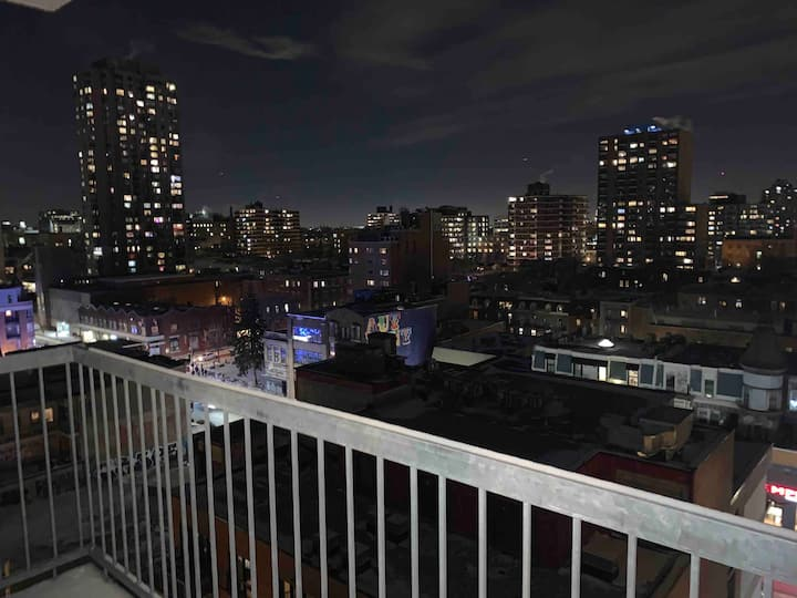 Stunning Apartment with a Beautiful Montreal View!