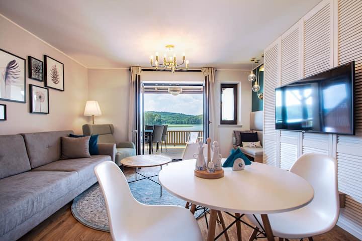 Dwupoziomowy apartament z widokiem na jezioro