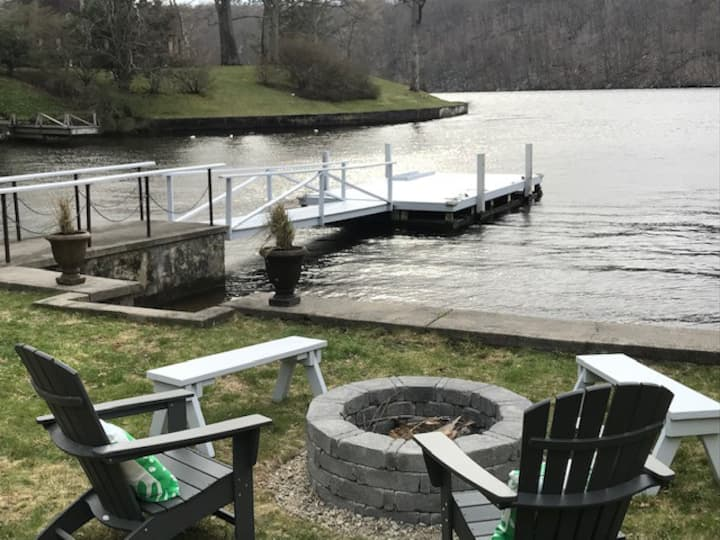 The Lakehouse on Candlewood (waterfront)