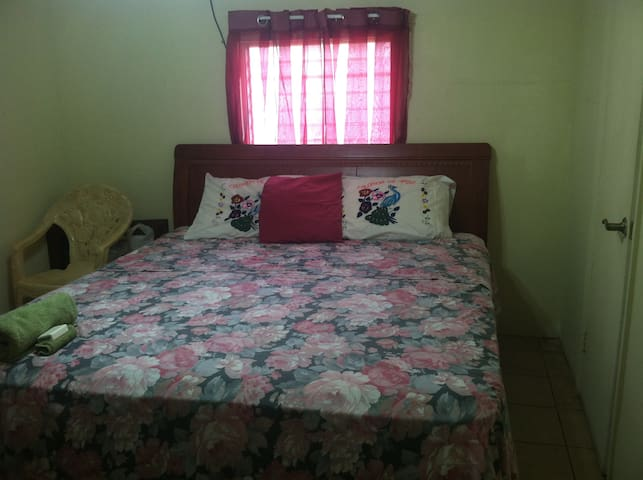 rent a private room in a house - Belmopan - Dům