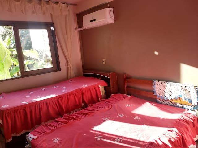 Vista do quarto 2 com ar condicionado