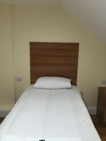 Single Ensuite Room3