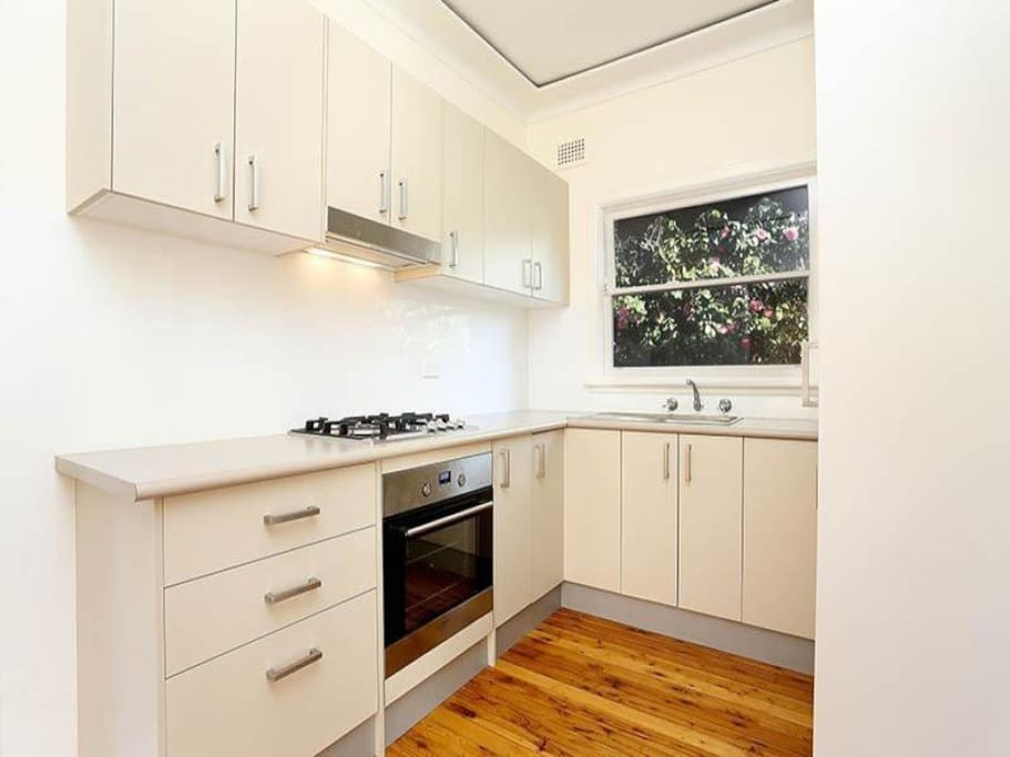 Fully featured kitchen - gas stove.