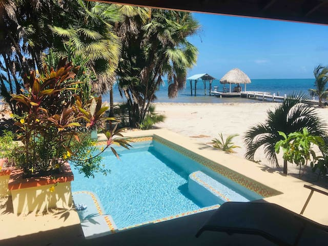 Beachfront Guesthouse with access to Pool & Dock
