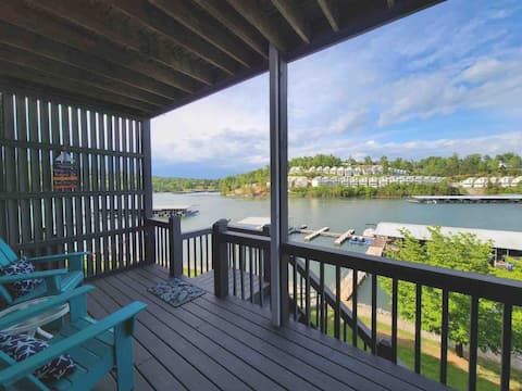 Lakeside Condo @ Deerfield w/covered slip!