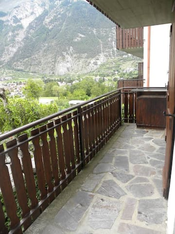 Bilocale panoramico con balcone a Morgex