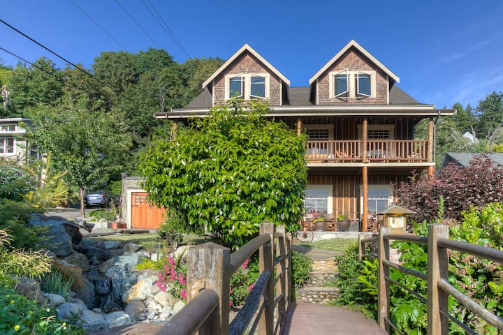 Historical Log Home/remodeled in W Seattle/Alki