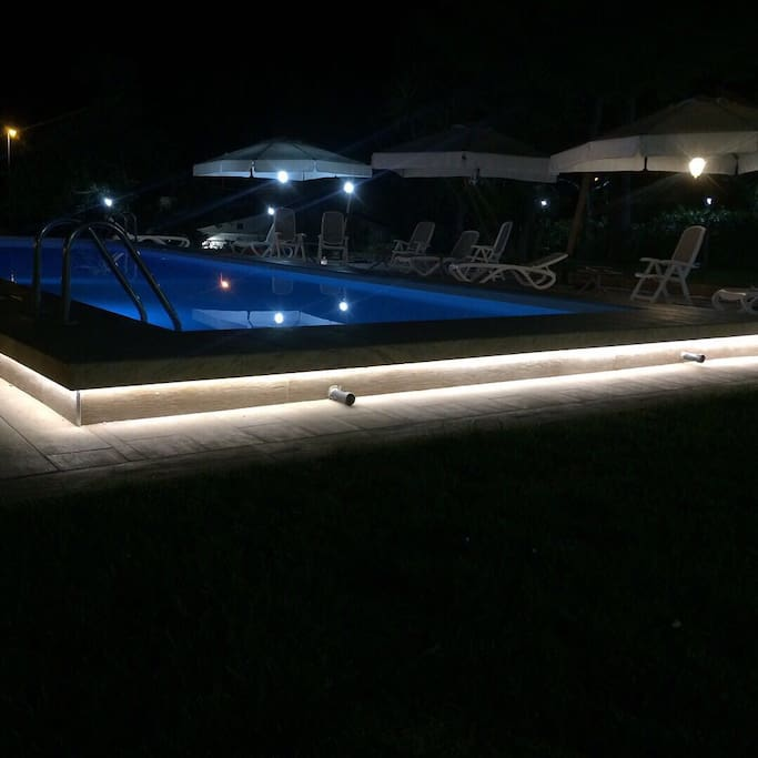 Piscina by night