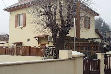 Chez Emil - Chambres d'hotes - Champ-sur-Drac - Rumah