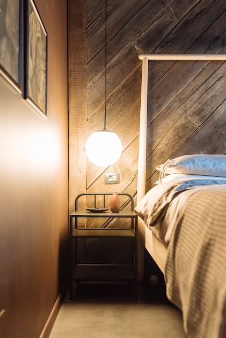 2 x bedside tables and reading lamps