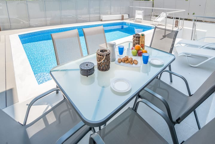 Voula luxury 2-level apartment w/ private pool