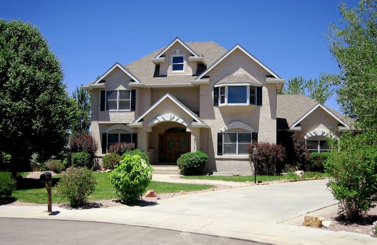 Luxury home in great location and neighborhood - Pueblo - House