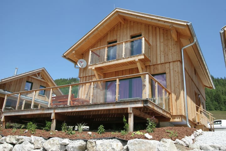 Luxury wooden chalet with wellness centre 300m from the lift and at an altitude of 1300m.