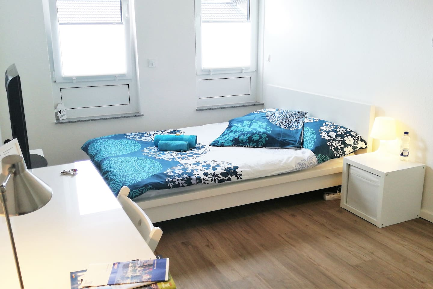 The room, with 1.40x 2.00 mt bed