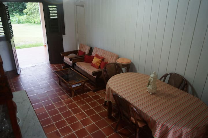 Traditional house, in the heart of Martinique - Gros-Morne - House