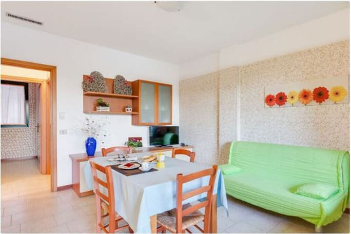 Attractive Holiday Home in Follonica with Sea Beach Nearby