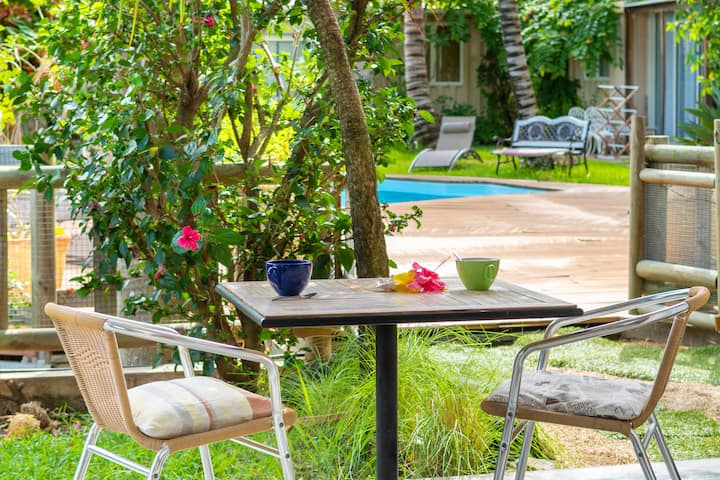 Romantic apt. ★ Garden, pool ★ Minutes to Le Morne