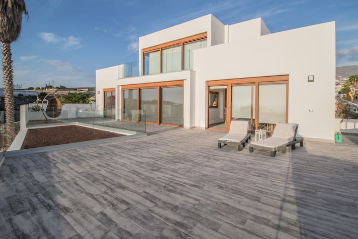 Fabulous contemporary villa with heated pool