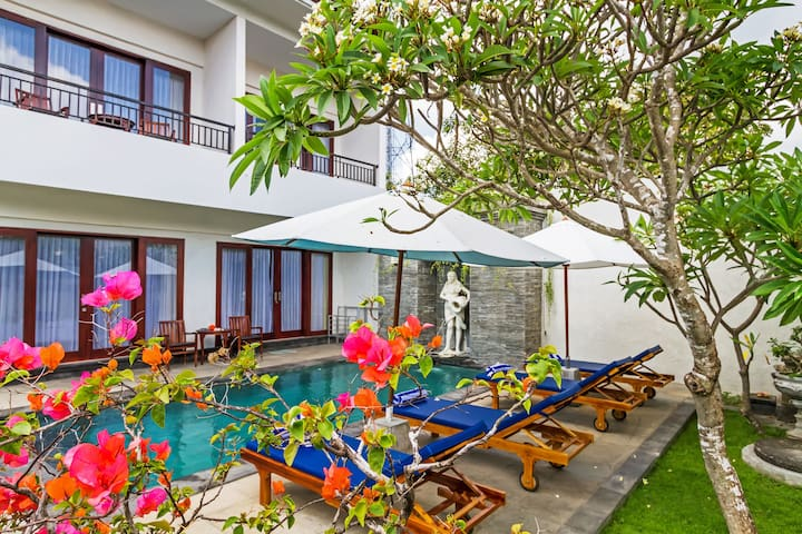 Villa Weni, 3BR, priv pool, 3 minute walk to beach