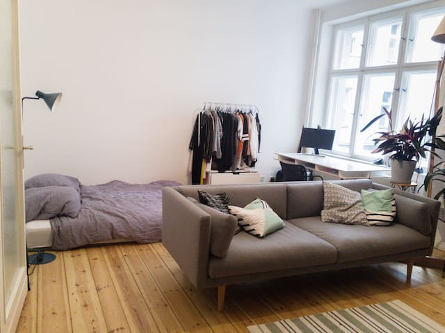 Quiet & cozy room in hip & vibrant Neukölln
