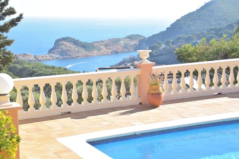 CD007A - Private Apartment, Private Pool, Sea views