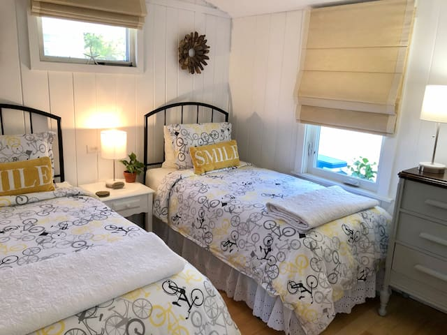The twin bedroom includes new super comfortable mattress/boxsprings with sheets, blankets and pillows included with your stay.