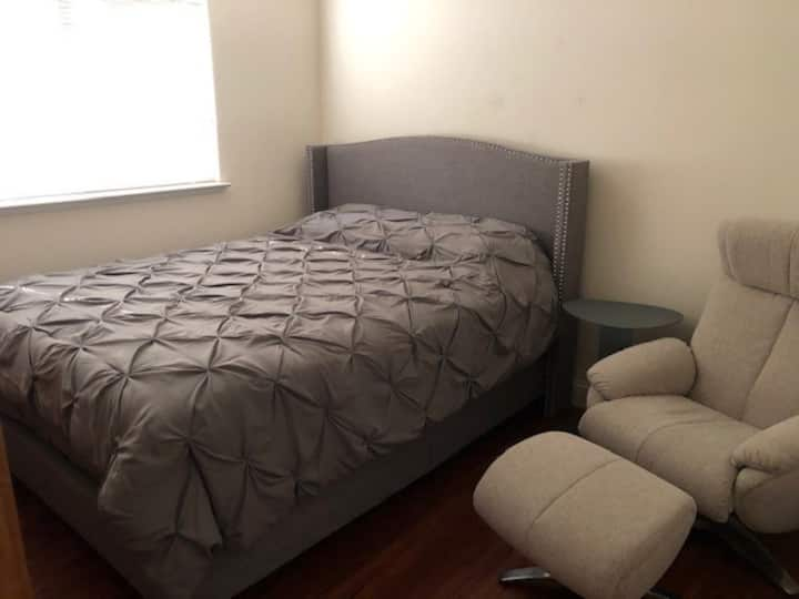 Quiet furnished room in Antelope