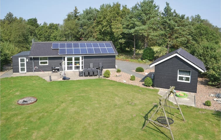 Holiday cottage with 2 bedrooms on 90m² in Oksbøl