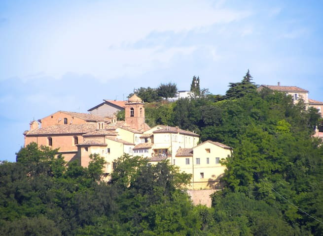 Apartment in Historic Monastery - Sant'Angelo in Pontano - Leilighet