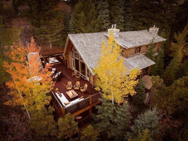 Eagles Nest Lodge Nestled In the Heart of Sundance