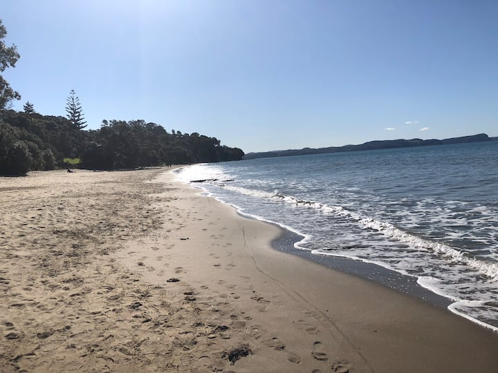 Stanmore Bay secret. Close to beach!