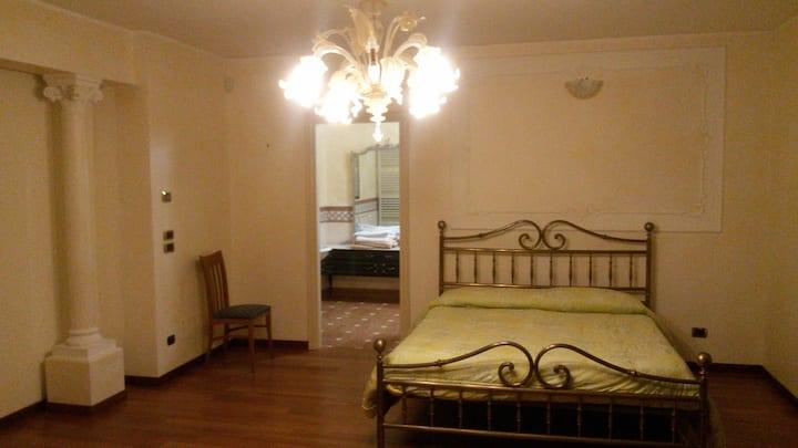 Suite con terrazza bagno interno e idromassaggio.