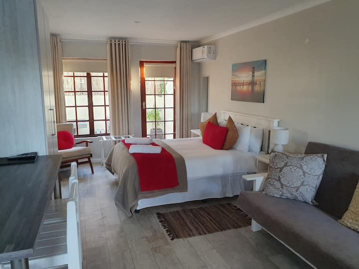 Outeniqua enRoute self catering apartment sleeps 4