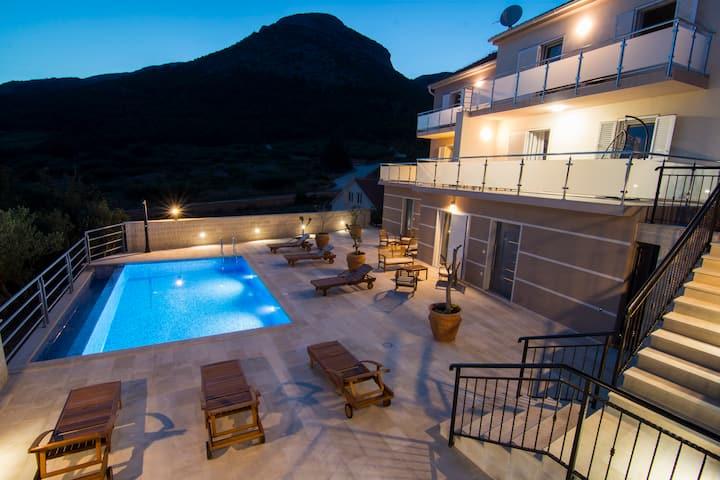 Villa Nikola - pool side apartment