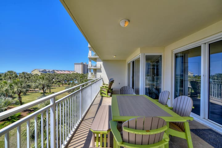 Magnificent waterfront condo steps away from the beach w/shared pool!