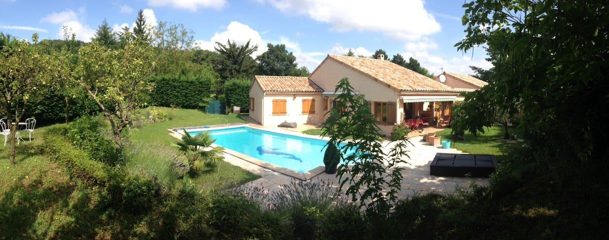Belle maison avec piscine au calme