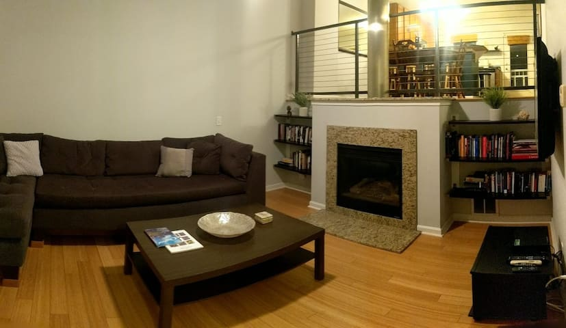 Gorgeous Townhouse Minutes from Cleveland Clinic!
