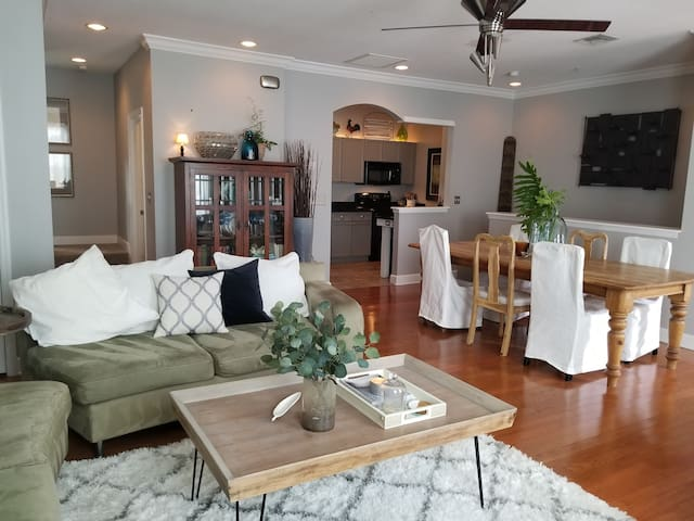 Centrally Located South Tampa Townhouse