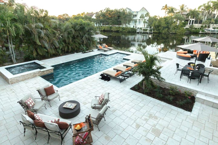 Professionally Decorated Waterfront Home w/htd.pool,spa, dock- less than 2 miles to Barefoot Beach!