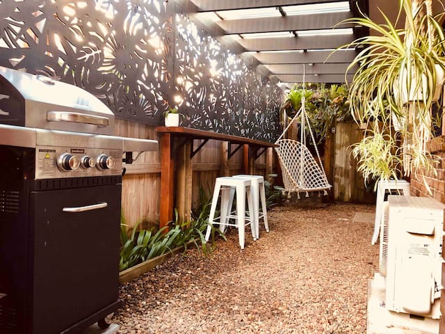 Private 1 bedroom guesthouse in beachside Mudjimba