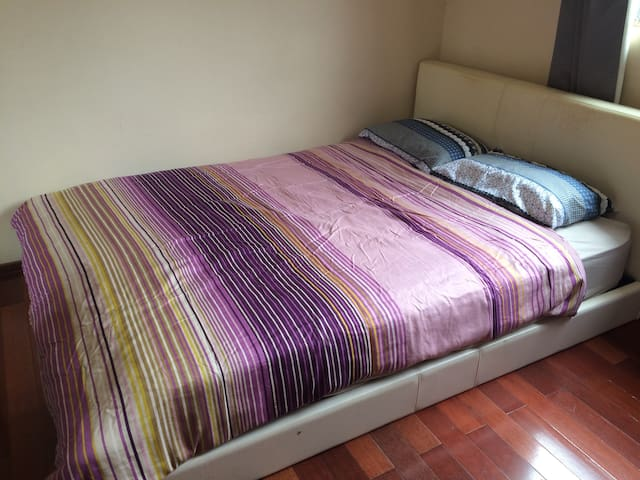 Queen size bed room - Lakemba - House