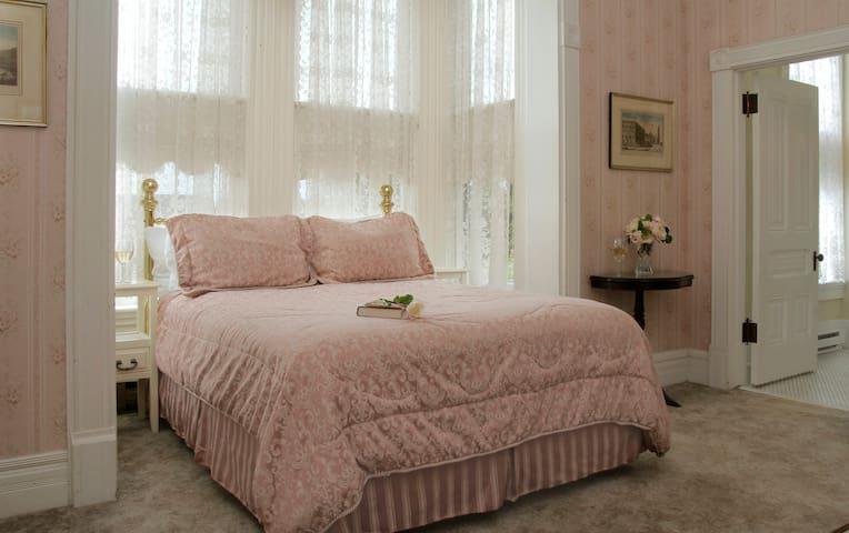 Eel Valley Suite - 211 & 212 - Victorian Inn