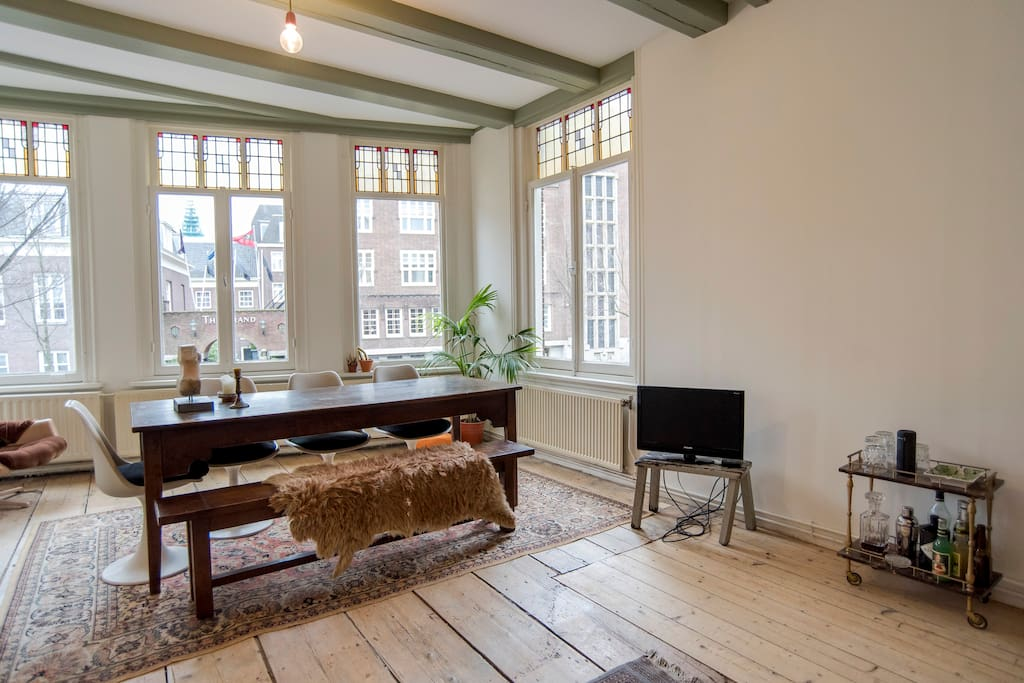 Experience living in a real old Amsterdam canal home.