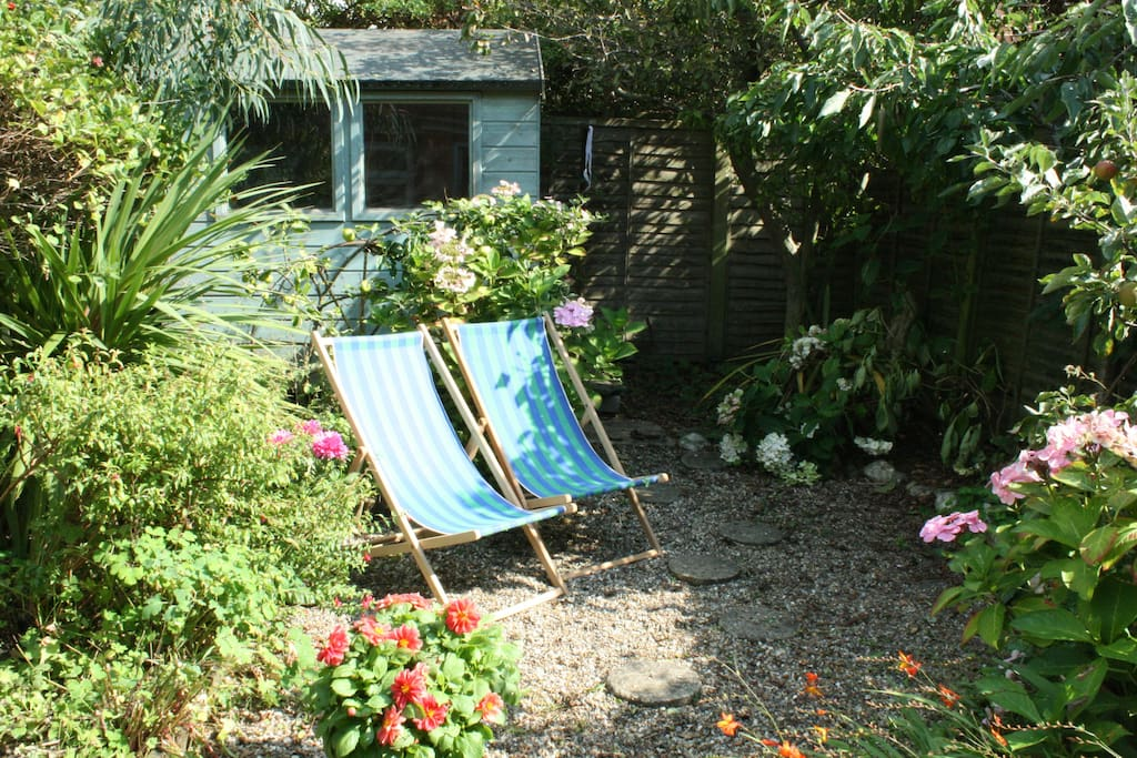 Fully enclosed back garden. Safe for kids and dogs. Full use of deckchairs, BBQ, garden table and chairs. Shed storage for bikes and outdoor equipment.